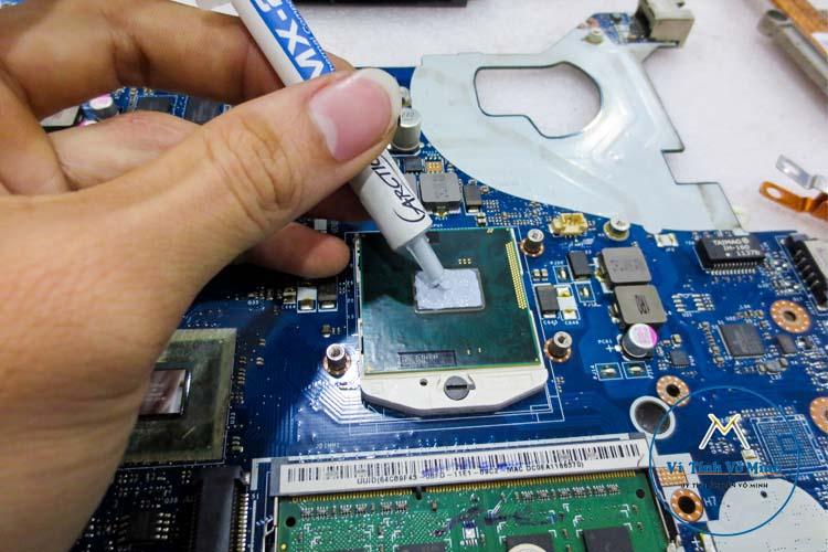 laptop_qua_nong