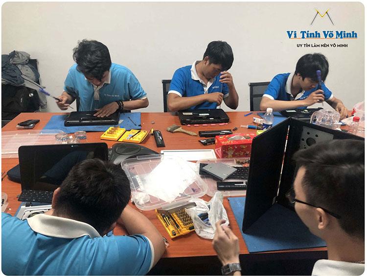 Dich-vu-IT-chat-luong-giup-bao-tri-may-tinh-van-phong-tan-noi